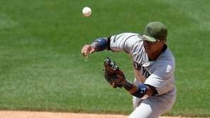 New York Yankees second baseman Starlin Castro can't