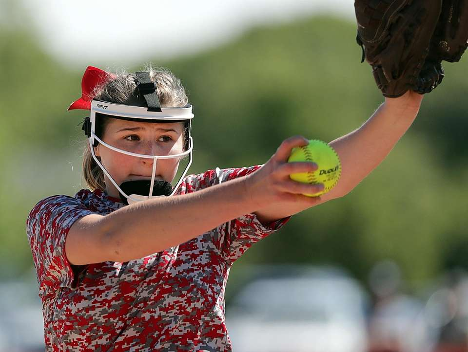 Mount Sinai's starting pitcher Emma Wimmer delivers a