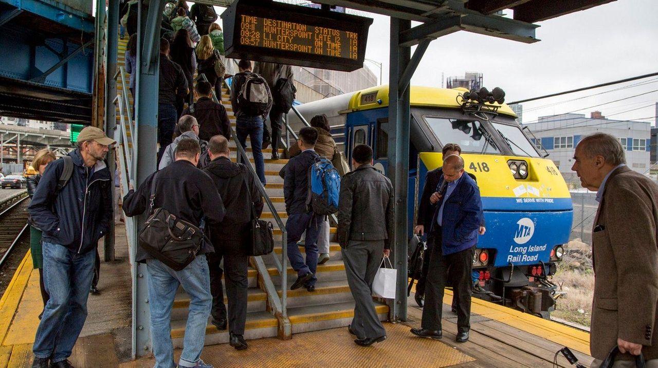 1 000 Lirr Riders Stranded By Amtrak Power Failure Near