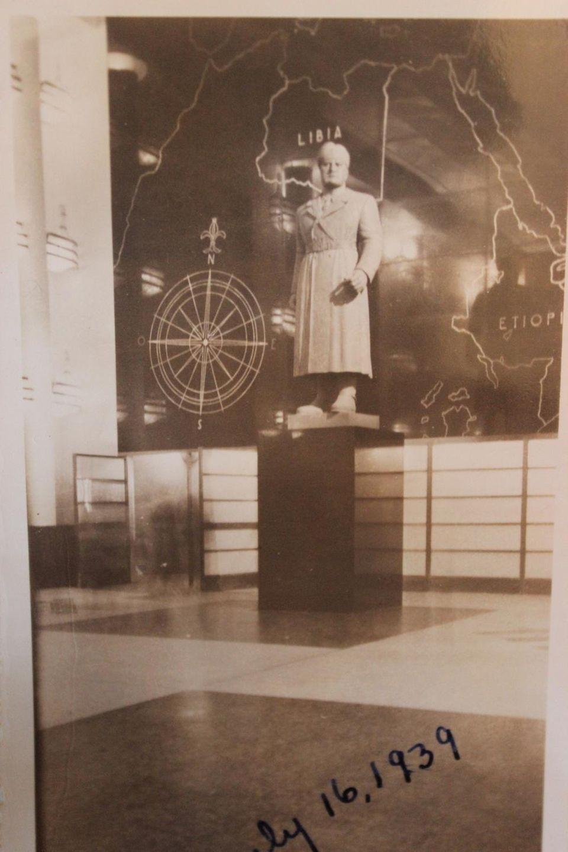 Mussolini statue at Italy pavillion - '39 Fair