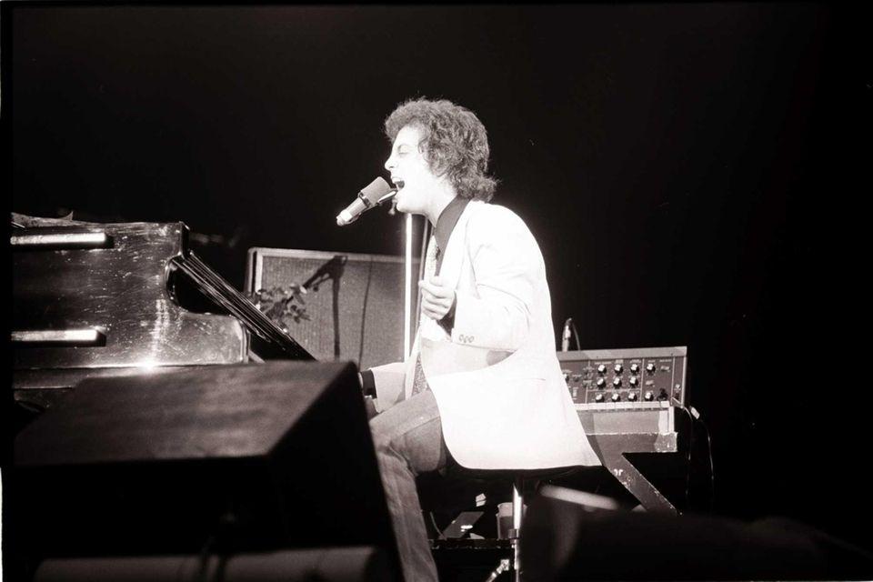 June 2-4, 1977: Billy Joel plays Carnegie Hall.