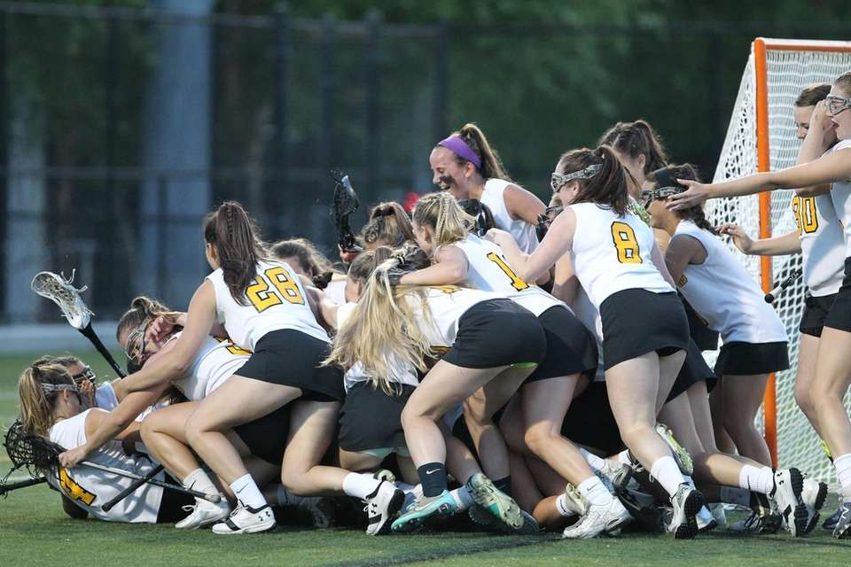 Wantagh players celebrate their win during the Nassau