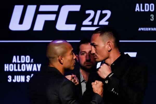 UFC featherweight champion Jose Aldo of Brazil (L)