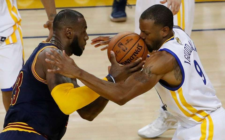 Golden State Warriors forward Andre Iguodala (R) goes