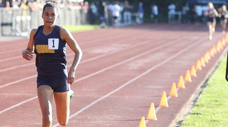 Shoreham-Wading River's Katherine Lee wins the 3000-meter run