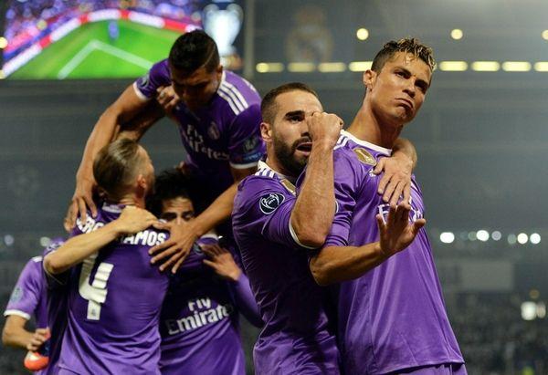 Real Madrid forward Cristiano Ronaldo (R) celebrates after