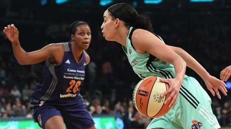 New York Liberty guard Bria Hartley drives into