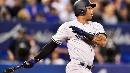 New York Yankees' Aaron Hicks follows through on