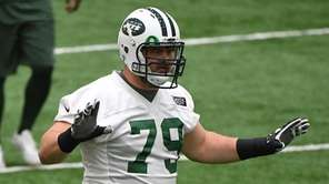 New York Jets tackle Brent Qvale waits for