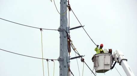 Electric line workers for PSEG Long Island install