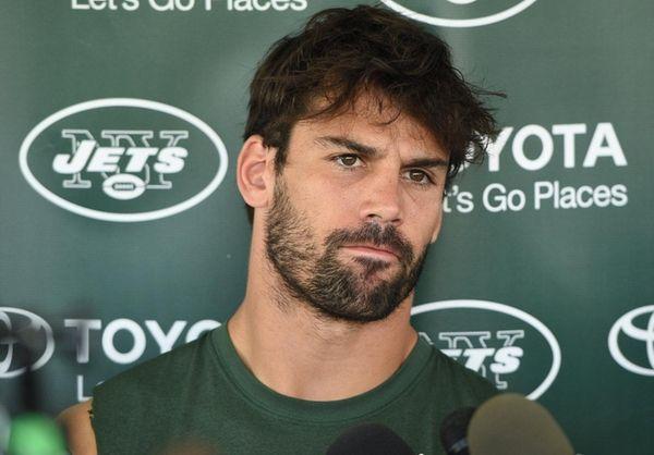 New York Jets wide receiver Eric Decker speaks