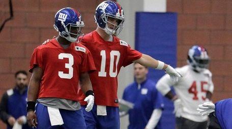 Giants quarterback Eli Manning instructs quarterback Geno Smith,