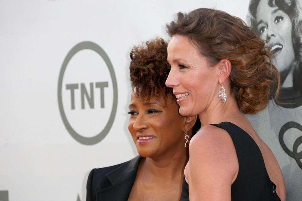 Wanda Sykes and Alex Sykes have twins together, daughter