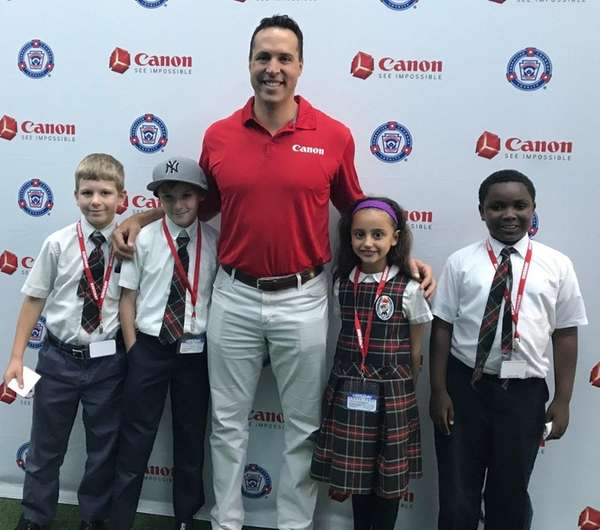 Former Yankee Mark Teixeira met Kidsday reporters, from