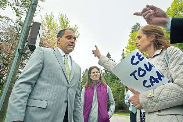 Denise Tufano, right, speaks to Oyster Bay Town