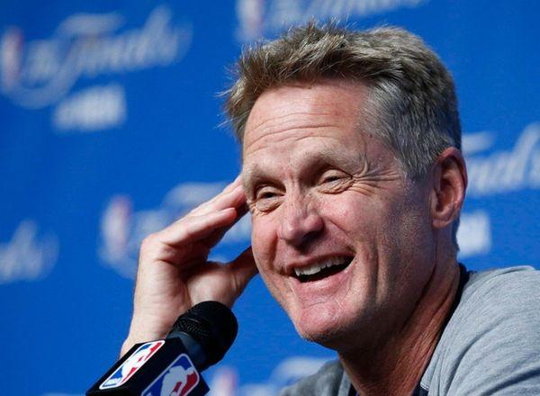 Golden State Warriors coach Steve Kerr talks to