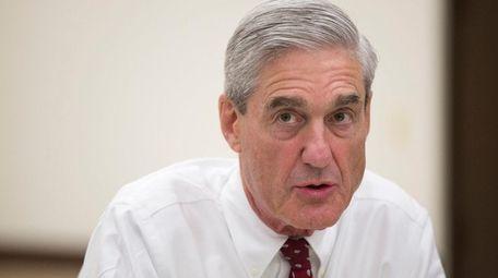 Outgoing FBI director Robert Mueller speaks during an