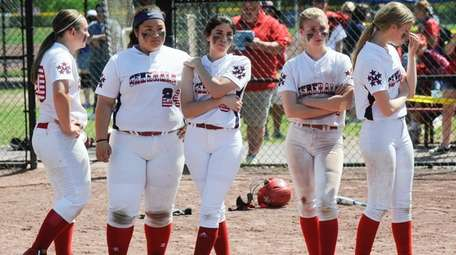MacArthur players react after losing to Maine-Endwell in