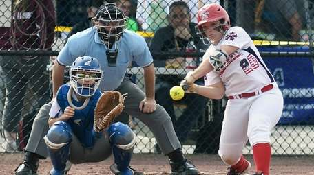 MacArthur's Lisa Fabig (20) bats against Maine-Endwell's in