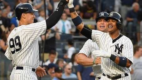 New York Yankees second baseman Starlin Castro, right,