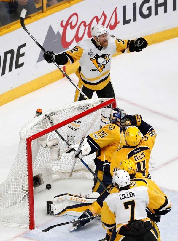 Pittsburgh Penguins' Patric Hornqvist (72), of Sweden, celebrates