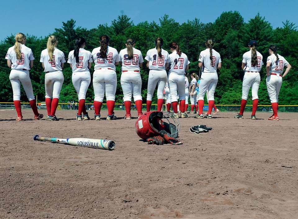 MacArthur softball players react during the awards ceremony