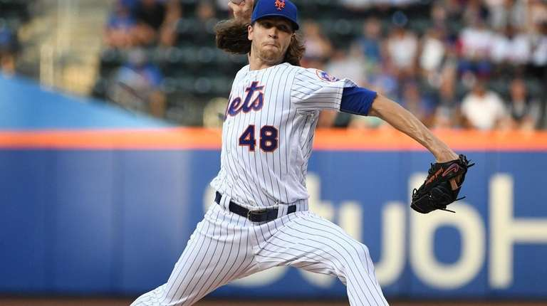 New York Mets' Jacob deGrom delivers a pitch