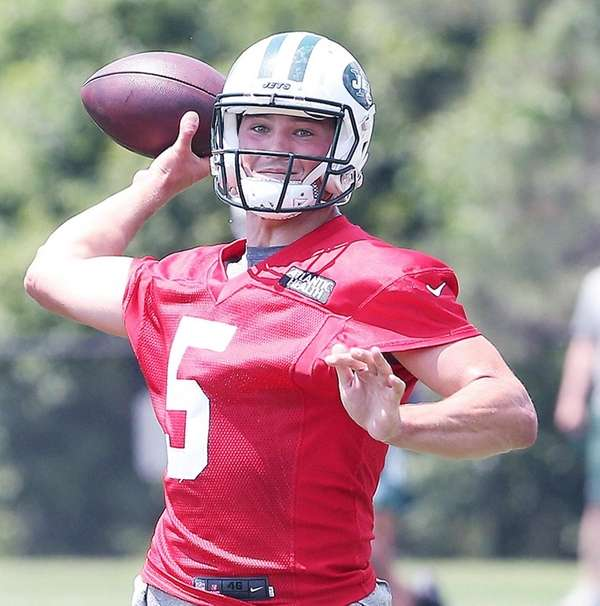 Christian Hackenberg throws during Jets minicamp on June 13,