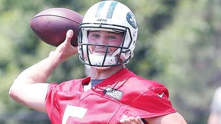 Christian Hackenberg throws duringJets minicamp on June 13,