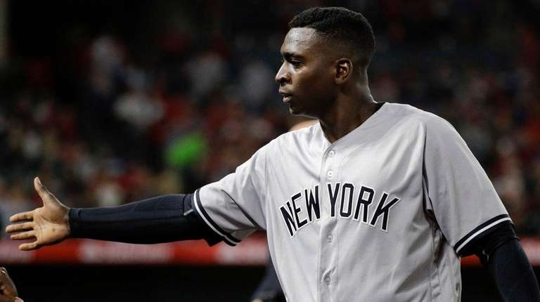 Yankees shortstop Didi Gregorius is greeted by teammates