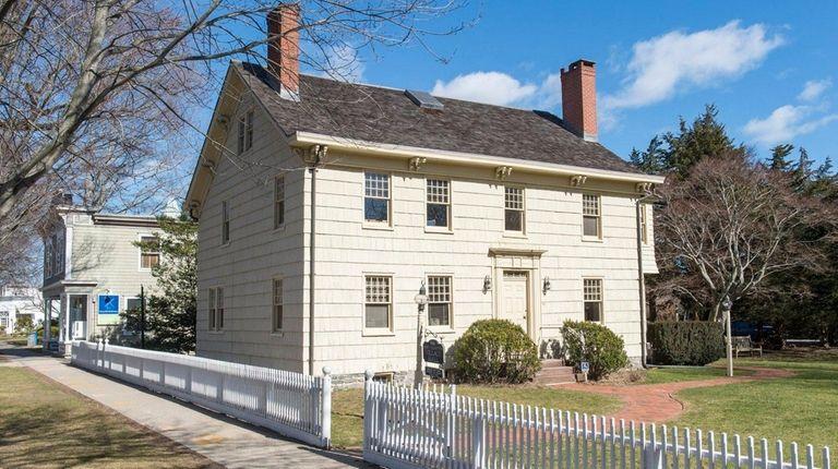 East Hampton Village Hall in East Hampton: Voters