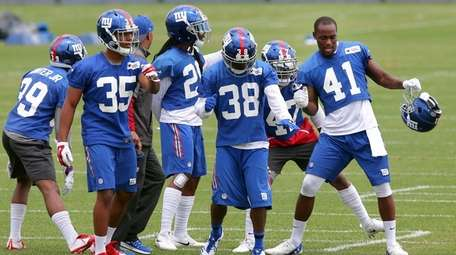 Dominique Rodgers-Cromartie leads Giants defensive backs in dance