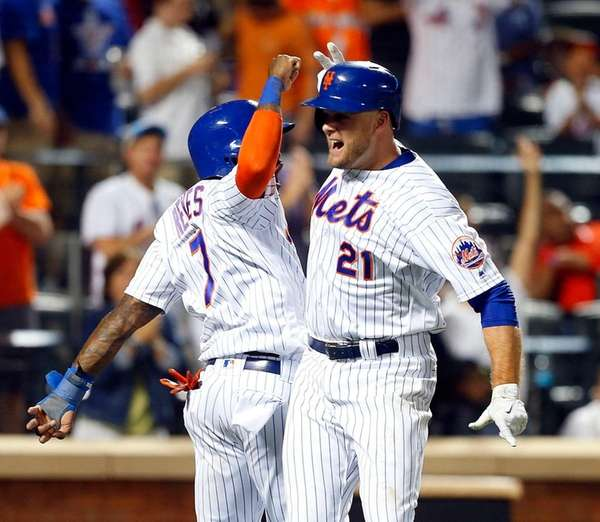 Lucas Duda of the Mets celebrates his home