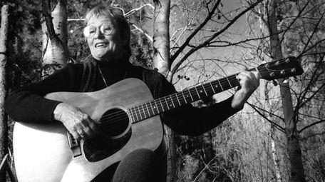 Rosalie Sorrels, above in 1999, began performing in