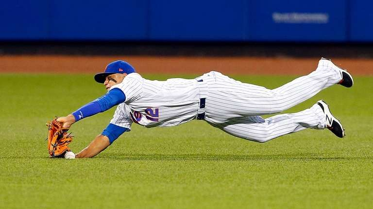 Juan Lagares of the Mets dives for a ball at