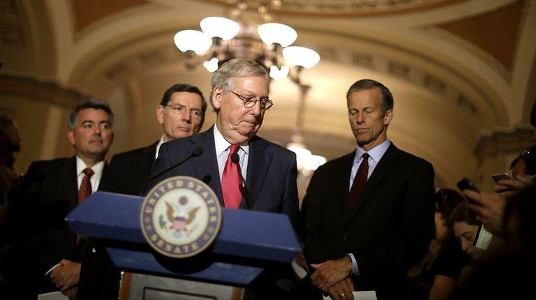 Senate Majority Leader Mitch McConnell (R-KY) (C) talks