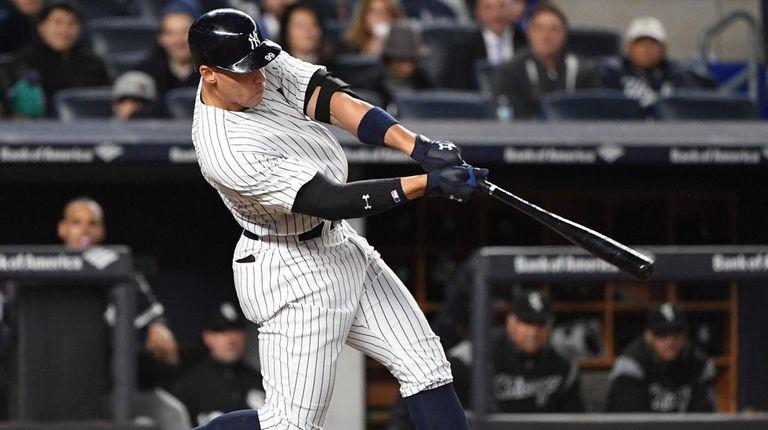 Yankees' Aaron Judge hits a solo home run