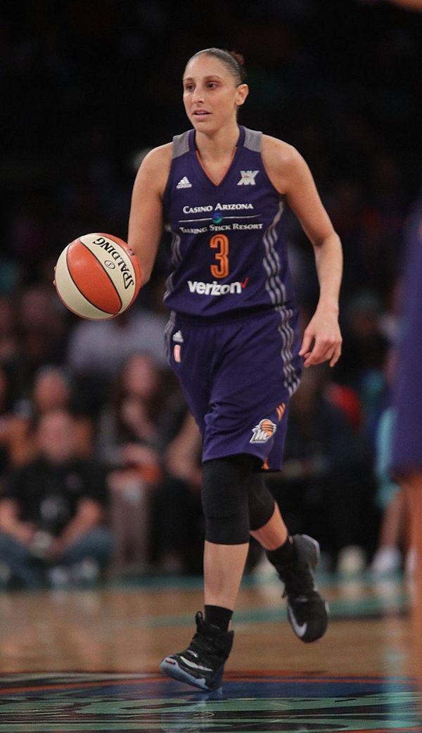 Phoenix Mercury guard Diana Taurasi (3) brings the