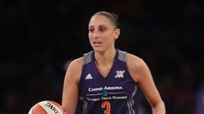 Phoenix Mercury guard Diana Taurasi (3) brings the