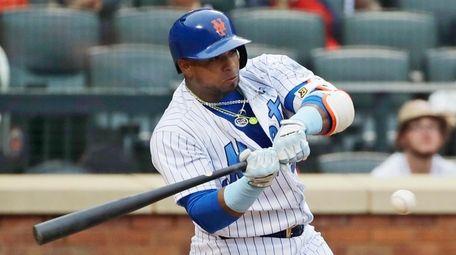 New York Mets' Yoenis Cespedes hits a single