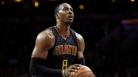 Atlanta Hawks' Dwight Howard prepares to shoot a
