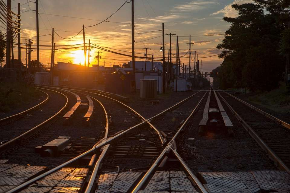 The sun rises at the Mineola LIRR station