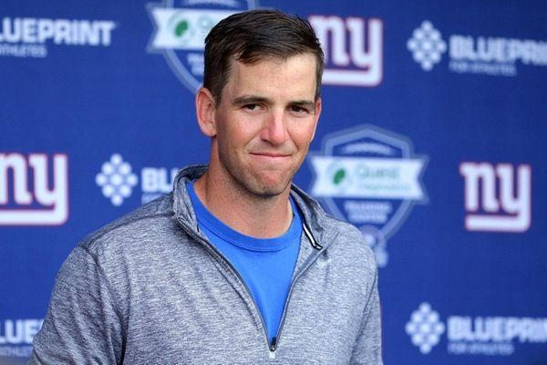 Giants quarterback Eli Manningduring minicamp at the Quest