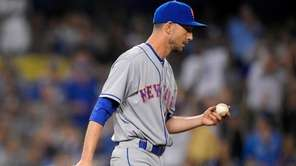 New York Mets relief pitcher Jerry Blevins, right,