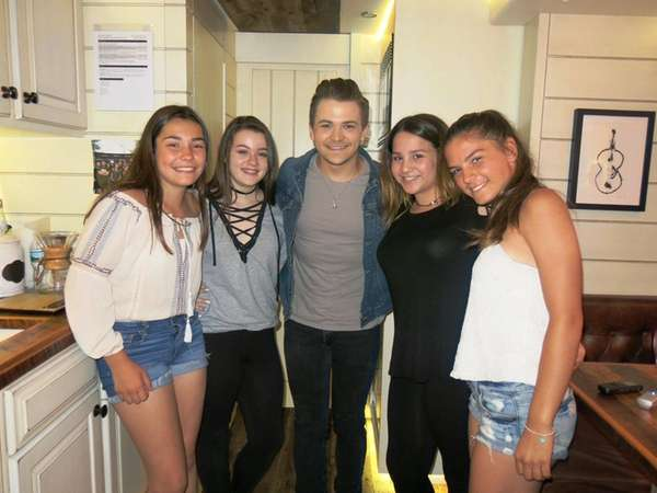 Hunter Hayes with Kidsday reporters, from left, Samantha