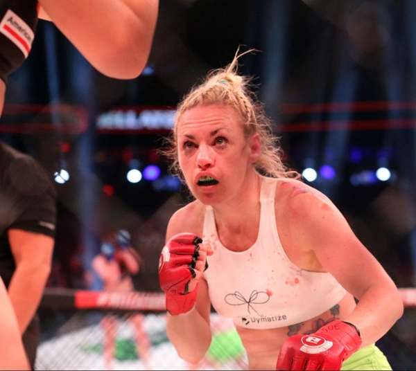 Bellator NYC: Boxer Heather Hardy wins her MMA debut by TKO