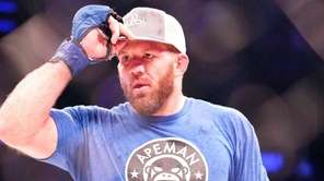 Ryan Bader defeated Phil Davis in their light