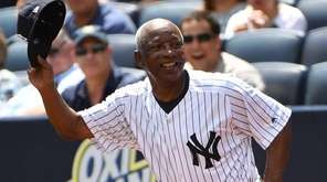 Former New York Yankees player Mickey Rivers runs