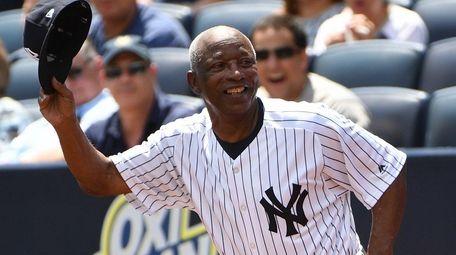 Former New York Yankees player Mickey Rivers runs