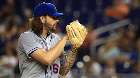 Robert Gsellman of the New York Mets pitches